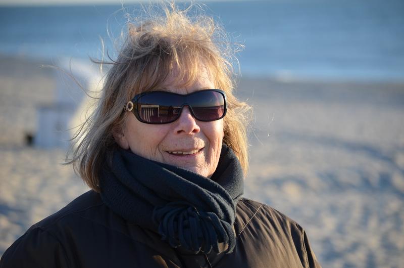 Gastgeberin Anne Sander ist gern mit Gästen am Strand, am liebsten in der Vorsaison, wenn noch Platz zum Laufen und Träumen ist.